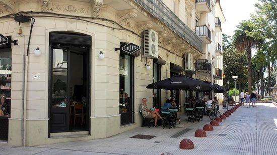 Jacinto cafe & restaurant: Outdoor tables on a pedestrian zone