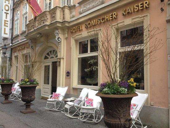 Schlosshotel Roemischer Kaiser : Exterior