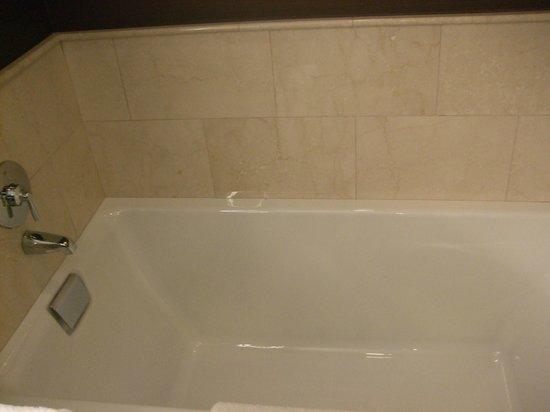 JW Marriott Chicago: huge DEEP bathtub