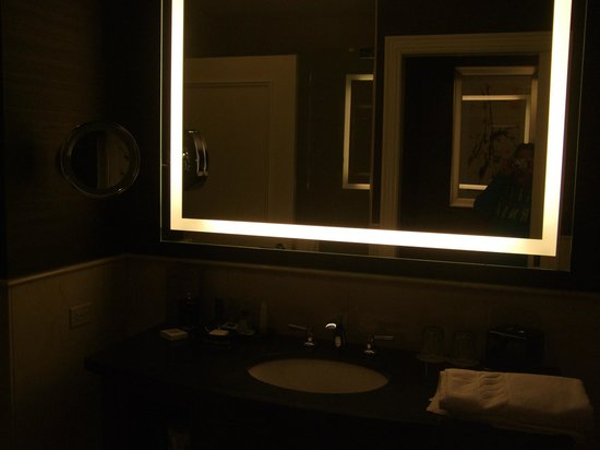 Beau JW Marriott Chicago: Light Up Bathroom Mirror   Nice And Big