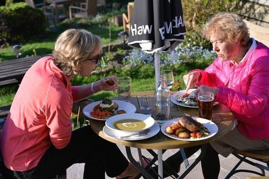 The Gallipot Inn: Delicious soup, stuffed courgettes & the roast