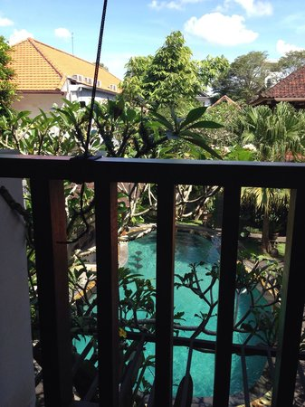Lumbung Sari Cottages: Along the balcony
