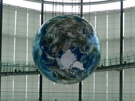 National Museum of Emerging Science and Innovation Miraikan: Globe presentation