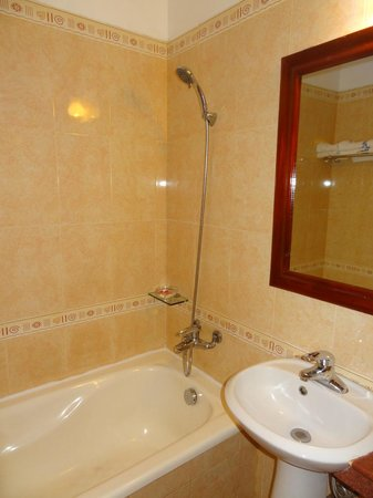 Holiday Diamond Hotel : Salle de bains