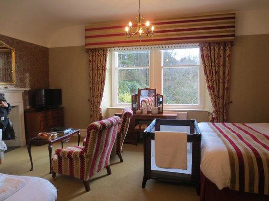 Lindeth Fell Country House : our room with baby cot