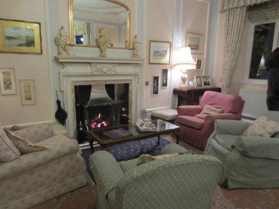 Lindeth Fell Country House: living room