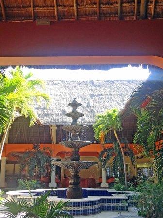 Grand Palladium Colonial Resort & Spa : hotel grounds