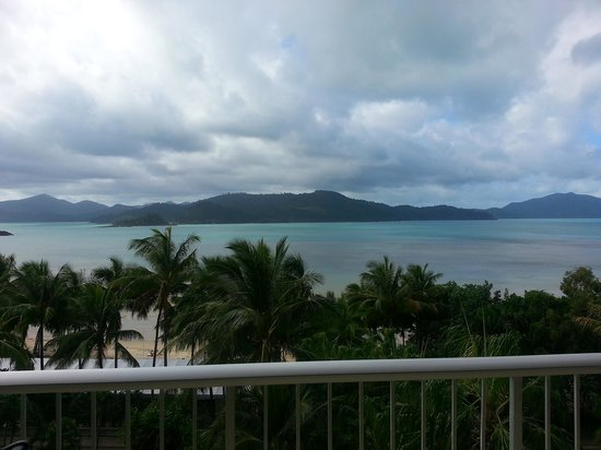 Whitsunday Apartments Hamilton Island: beach-front views