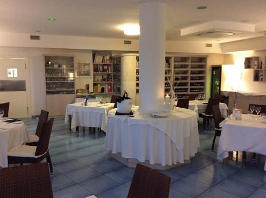 Gallery of ristorante da fausto arredamento elegante e for Arredamento elegante
