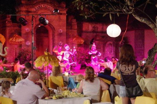 Grand Mirage Resort and Thalasso Bali : ホテルの敷地でケチャックダンスやってました
