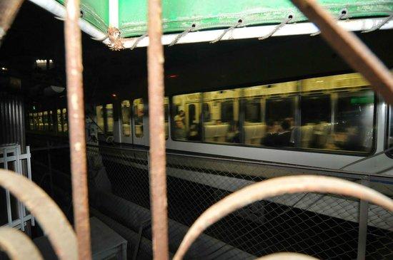 Hotel Daiki : train passes by room