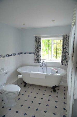 The Old Vicarage: valley suite bathroom 1