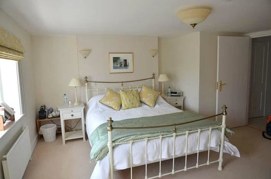 The Old Vicarage: valley suite bedroom 1