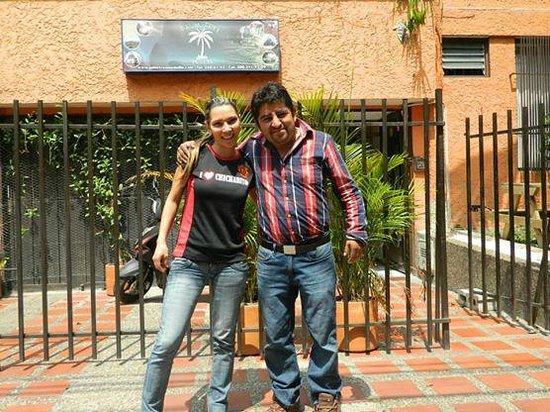 Palm Tree Hostal Medellin: afuera