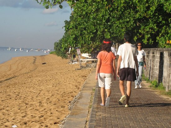Sanur Beach : jalur jogging, sepeda dan jalan kaki
