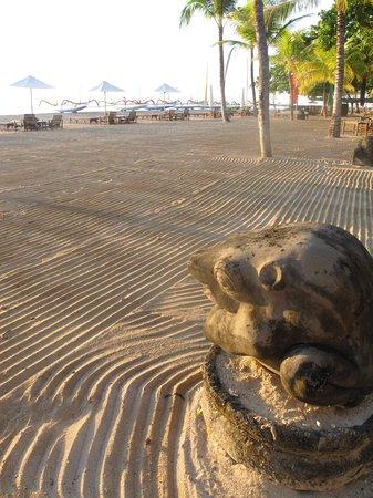 Sanur Beach : pantai yang bersih, siap menyambut tamu seharian