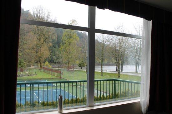 Harrison Hot Springs Resort & Spa: West Tower room 232
