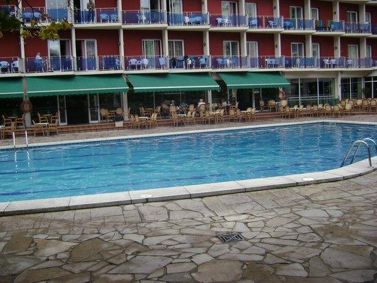 Hotel Don Juan Center: Вид на отель со стороны одного из бассейнов
