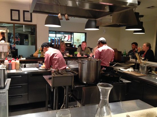 Mikis Open Kitchen: Chefs at work