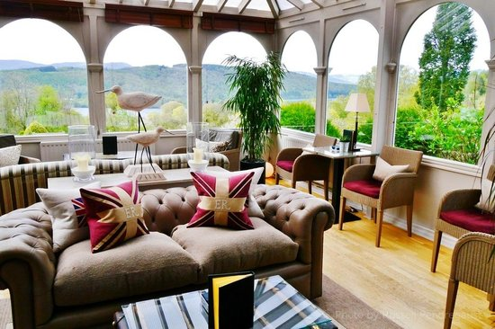 Linthwaite House: The Lounge overlooking Winderemere