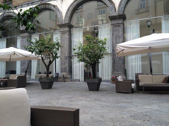 Palazzo Caracciolo Napoli MGallery by Sofitel: L esterno