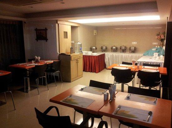 Hotel City Centre Residency: The Tea Garden restaurant