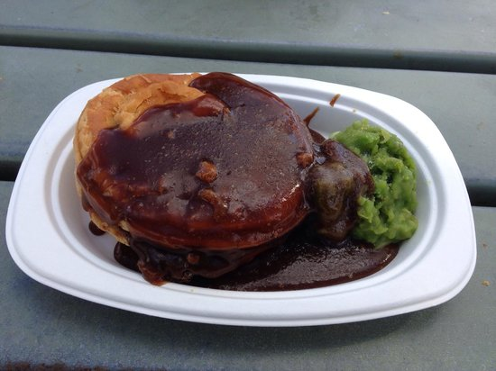 Yatala Pie Shop: Beef and mushroom pie