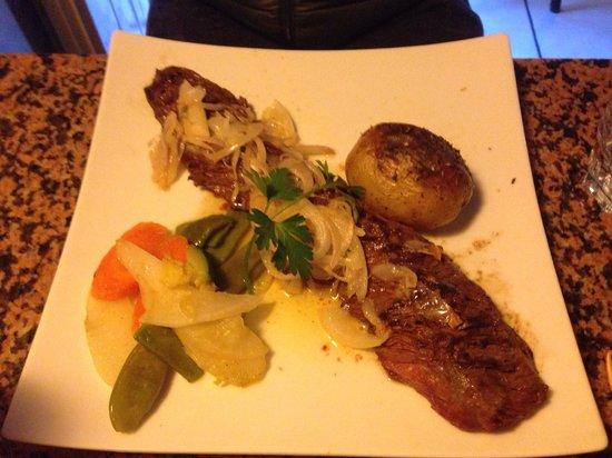 Les deux bouchons: Delicious steak