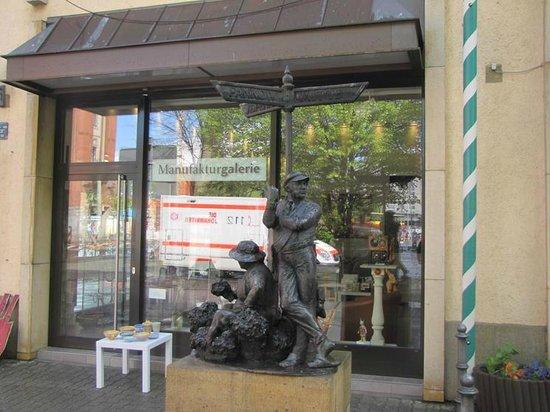 Nicholas Quarter: Unique sculpture telling the story