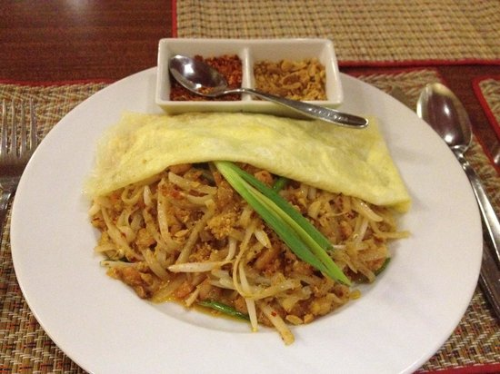 Thai Wok: Pad thai with tiny prawns