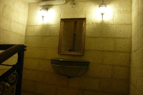 Zion Hotel: дизайн лестницы скрашивает ее крутизну и отсутствие лифта