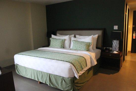 Swiss-Belhotel Rainforest: nice and big bed
