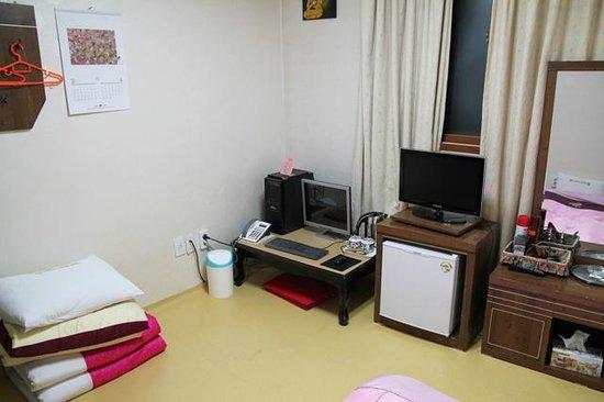 Dongshin Hotel: オンドル部屋