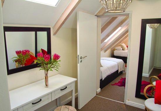 Noordhoek Sunshine Lodge: Dachzimmer Oceanflat