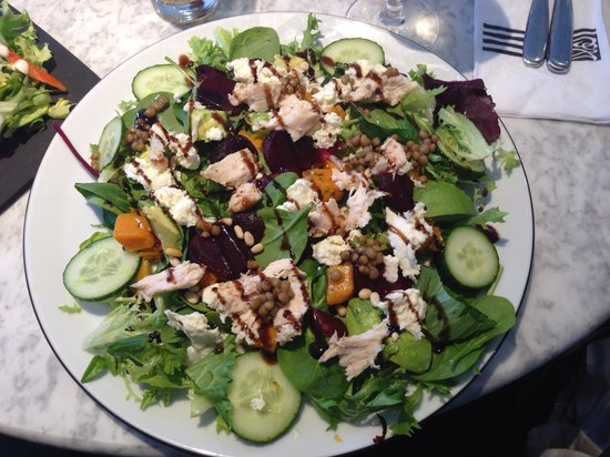 Pizza Express: Super salad with chicken