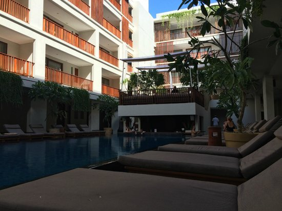 The Magani Hotel and Spa: Pool swim up bar