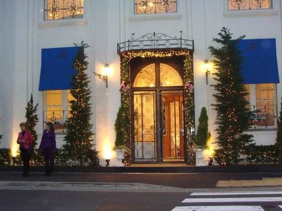 Toyoko Inn Kanda Akihabara: Ресторан напротив входа в отель
