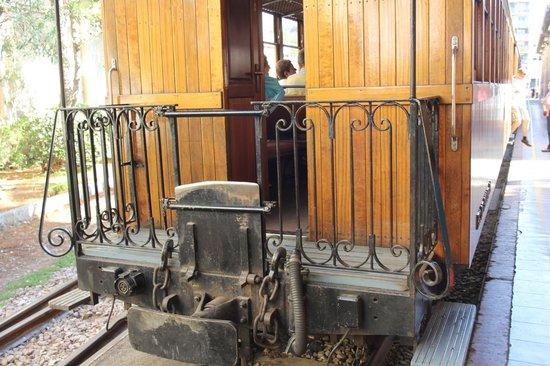 """Ferrocarril de Soller : Nur rechtzeitiges Dasein """"garantiert"""" gute Plätze"""