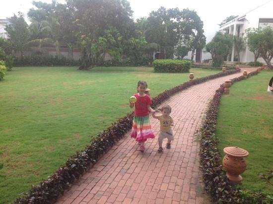 Hoi An Silk Marina Resort & Spa: great grounds for kids