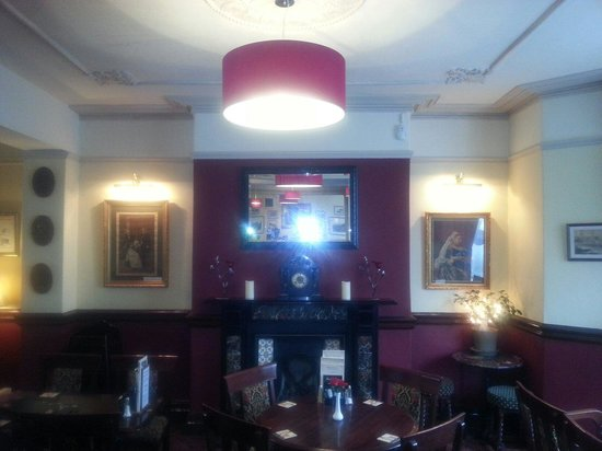 Queen Victoria Pub & Restaurant: New lights over the fireplace
