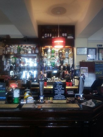 Queen Victoria Pub & Restaurant: New displays behind the bar so much to choose from. ..