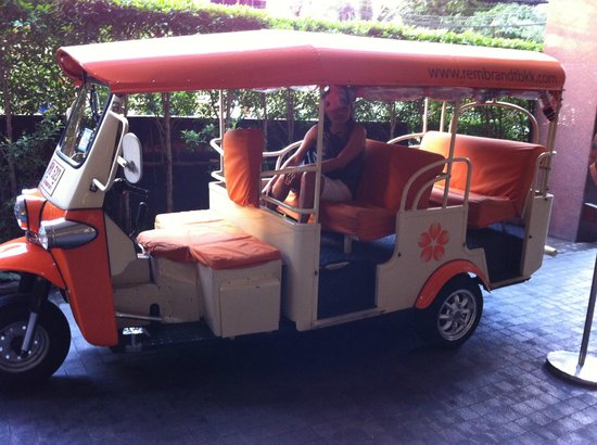 Rembrandt Hotel Bangkok: The hotel offers a free Tuk Tuk ride to the main street.