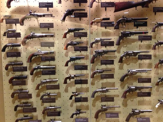 Gettysburg Museum and Visitor Center : Gettysburg Museum Gun Collection