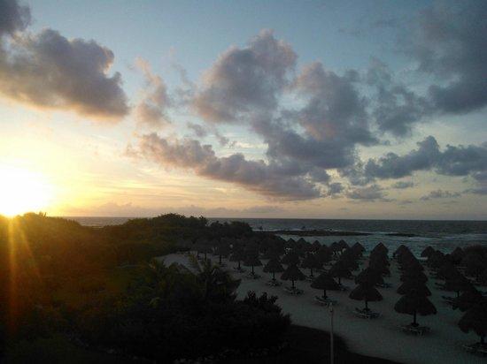 Grand Sirenis Riviera Maya Resort & Spa: Amanecer desde la habitación