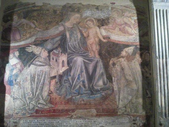 Complesso Museale Santa Maria della Scala: La Madonna del Manto di Domenico di Bartolo nella sagrestia vecchia