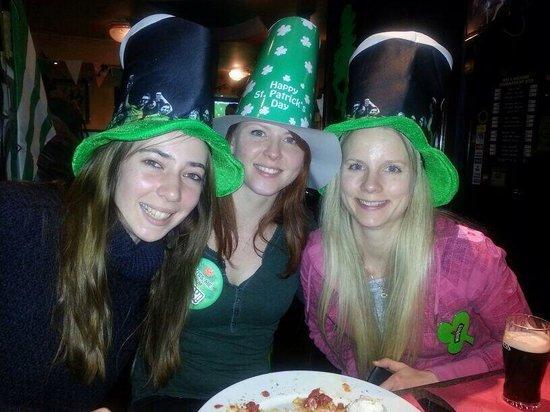 Shamrock Irish Pub: The girls celebrating St' Patricks day party