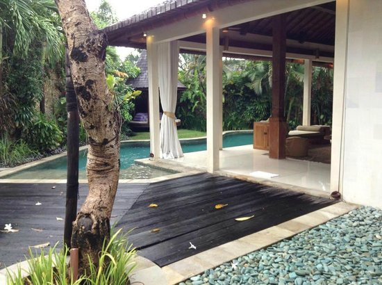 Villa Kubu Seminyak: pool deck