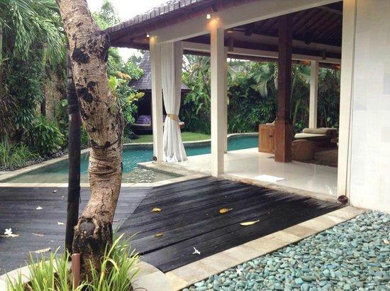 Villa Kubu Boutique Hotel & Spa: pool deck