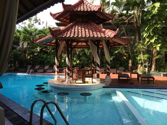 Sarinande Hotel : Hotel's poolside