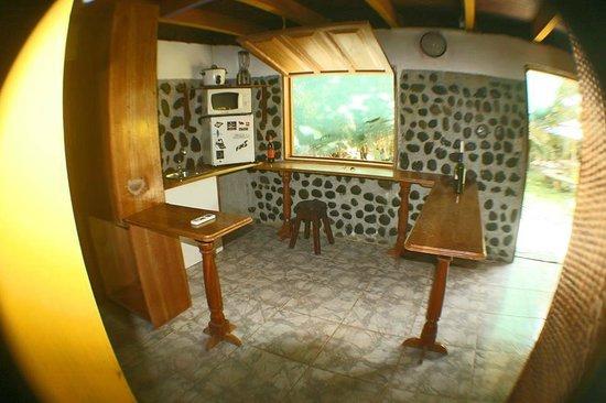 La Pina Lodge B&B: kitchen net in first floor room